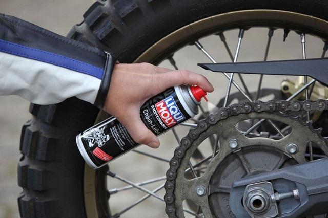 Xịt bảo dưỡng sên xe Liqui Moly Chain Lube với nhiều ứng dụng